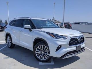 2021 Toyota Highlander Hybrid Platinum