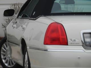 2004 Lincoln Town Car Executive