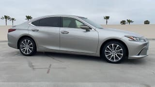 2019 Lexus ES 300h Base