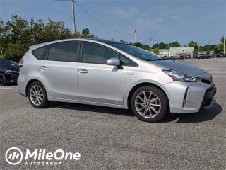2017 Toyota Prius v Five